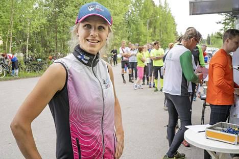 Minna Kauppi sanoo äitiyden menevän usein etusijalle.