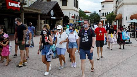Disney Worldin ensimmäisiä asiakkaita lauantaina.