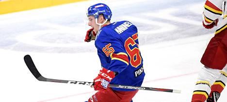 Sakari Manninen tuulettaa 6–3-maaliaan.