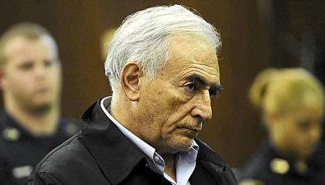 Dominique Strauss-Kahn oikeuden istunnossa.