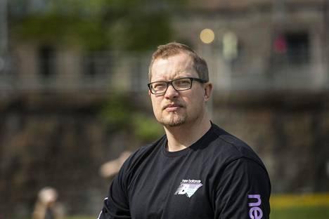 Antti Mäkinen on suosittu urheiluselostaja. Erityisesti hänet tunnetaan NHL-lähetyksistä.