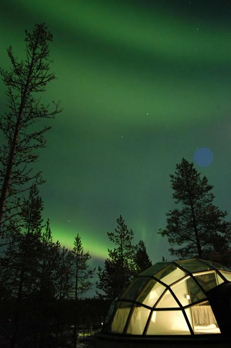 Lasi-iglussa vietetty yö on taatusti ikimuistoinen.
