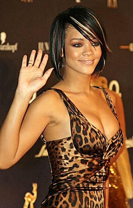 Rihanna eli Robyn Rihanna Fenty on barbadoslainen R&B:tä ja poppia yhdistelevä laulaja.