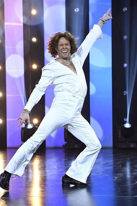 Nylundille oli selvää, ettei Folken erityistaito ole breakdance. Sen sijaan Folke on hauskuuttanut diskoliikkeillään.