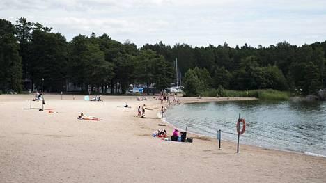 Aurinkolahden uimarannalla riittää lähipäivinä vilskettä.