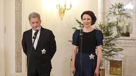 Tasavallan presidentti Sauli Niinistö ja rouva Jenni Haukio Presidentinlinnassa itsenäisyyspäivänä 2020.