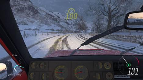 Forza Horizon 4:ssä on upeaa vauhdin tuntua ja graafista loistoa. Tai no, vauhtia siinä määrin kuin mihin kasarin Renault 5 Turbolla pääsee. Toki tarjolla on reteämpiäkin menopelejä.