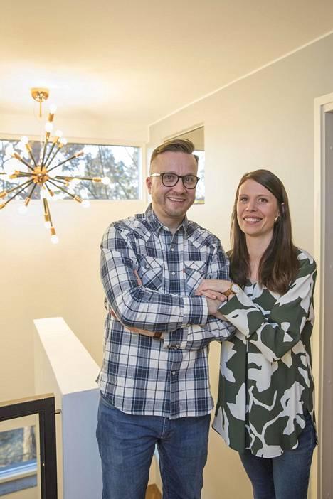 Pari avasi IS:lle ovensa huhtikuussa 2019 ja esitteli Asuntokaupat sokkona -ohjelmassa löytynyttä unelmakotiaan.