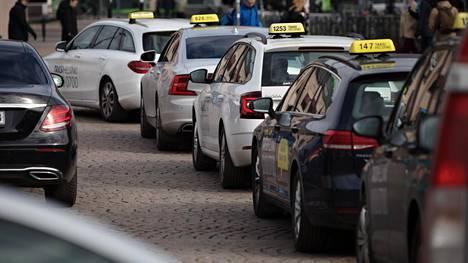 Taksikuskeja ei enää heinäkuun alusta sido vaitiolovelvollisuus – miksi, kysyy taksifirman pomo
