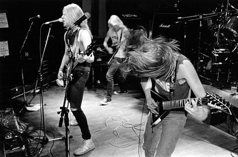 Suomalaisen thrash metal -musiikin lippulaivaksi kohonnut Stone pääsi 1980-lopulla kokeilemaan siipiään Amerikkaan asti. Iso läpimurto jäi saavuttamatta, mutta maine tyylilajinsa uranuurtajana on pysyvää.