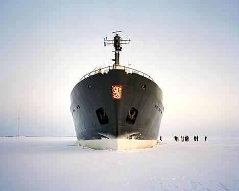 Matkailujäänmurtaja Sampo risteilee Ajoksen satamasta Perämerelle.