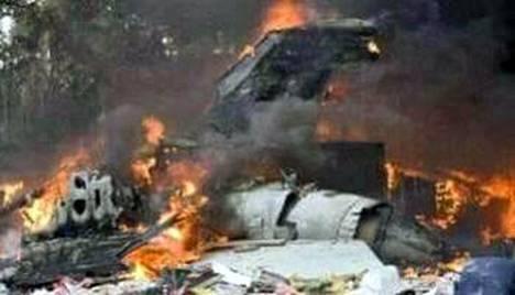 Antonov-kuljetuskone syttyi maahansyöksyn jälkeen tuleen.
