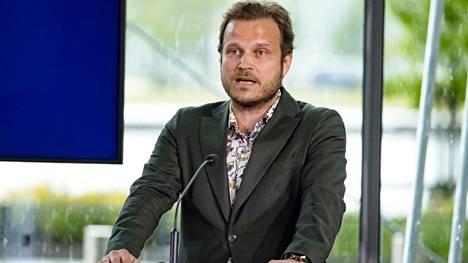 Akavan ja YTN:n varapuheenjohtaja Ville-Veikko Rantamaula ehdottaa, että koululaisten vanhemmilla tulisi olla oikeus 12 viikon kesälomaan.