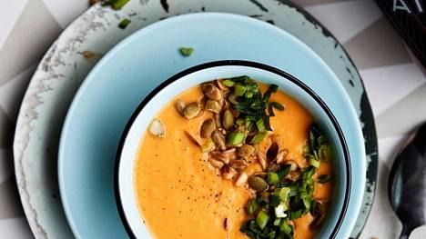 Ruokaisa ja herkullinen porkkanasosekeitto valmistuu helposti.