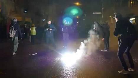 Mielenosoittajat tekivät tuhoa Helsingissä