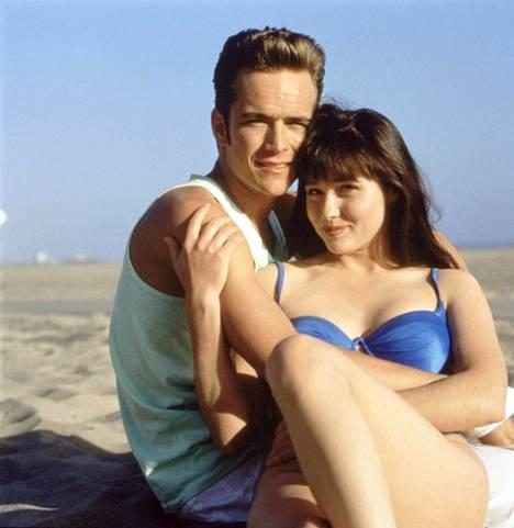 Luke Perry ja Shannen Doherty hurmasivat katsojat teinidraamasarja Beverly Hillsissä.