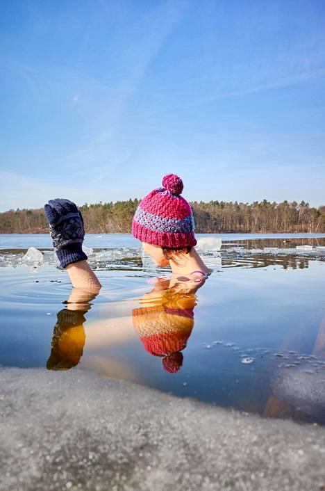Rauhaniemen kansankylpylä avantoineen ja luistelevine ihmisineen lumosi turistipariskunnan helmikuussa.