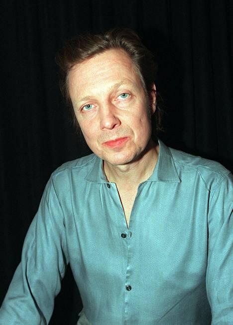 Pave Maijanen Pepe Willbergin 30-vuotistaiteilijajuhlassa 1997.