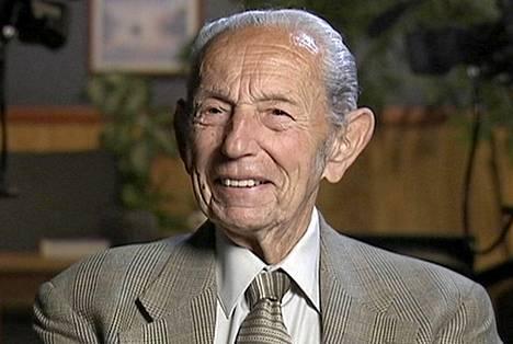 Saaranaaj Harold Camping kuoli 92-vuotiaana.