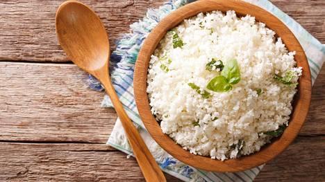 Kukkakaaliriisi näyttää hätkähdyttävän paljon oikealta riisiltä.