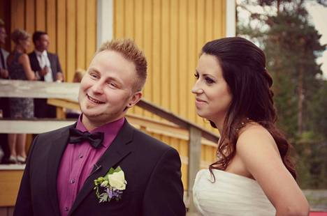 Jarona ja Lauri menivät naimisiin Satuhäiden 10:nnellä kaudella. Vuonna 2014 avioitunut pari on yhä yhdessä ja heillä on yhteinen poika.