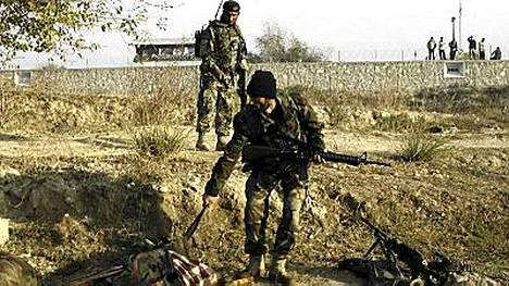 Jalalabadin itsemurhaiskussa kuoli ainakin kuusi kapinallista, joista ainakin yksi räjäytti itse itsensä.