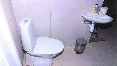 HSY muistuttaa, että wc-pyttyyn kelpaa vain vessapaperi. Kaikkien muiden kiinteiden jätteiden paikka on roskakori.