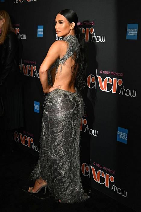 Versacen puku on 20 vuoden tauon jälkeen jälleen trendikäs.