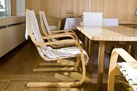 Alvar Aallon tuoleja saunatiloissa vuonna 2009.