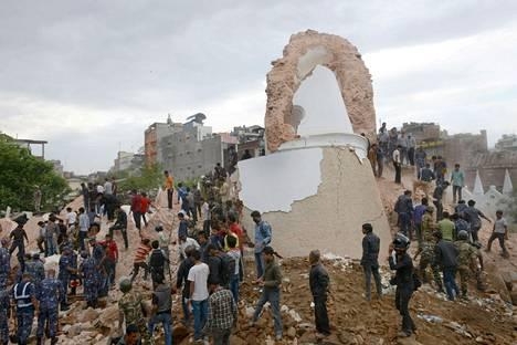 Dharaharan torni romahti järistyksessä.