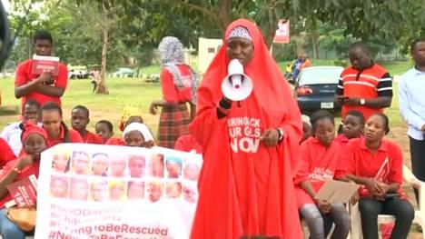 500 päivää kulunut Boko Haramin hyökkäyksestä: Yli 200 siepattua koulutyttöä on edelleen kateissa