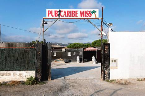 Kaupunkien ulkopuolelta löytyy seksiklubeja. Näillä klubeilla prostituoitujen edellytetään käyttävän huumeita asiakkaiden kanssa.
