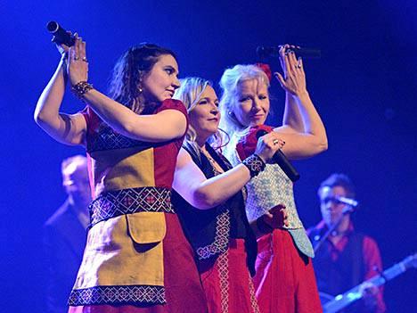 Kansanmusiikkiyhtye Värttinä kiertää edelleen maailmaa. Yhtye perustettiin 30 vuotta sitten.