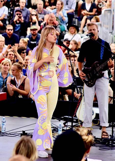 Lxandra nähtiin livenä ensimmäistä kertaa Suomessa Flow-festivaaleilla.