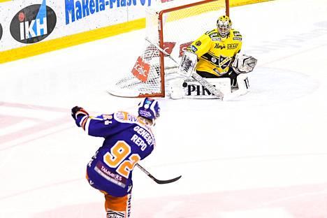 Sebastian Repo kunnostautui maalintekijänä SM-liigan finaalisarjassa keväällä 2017.