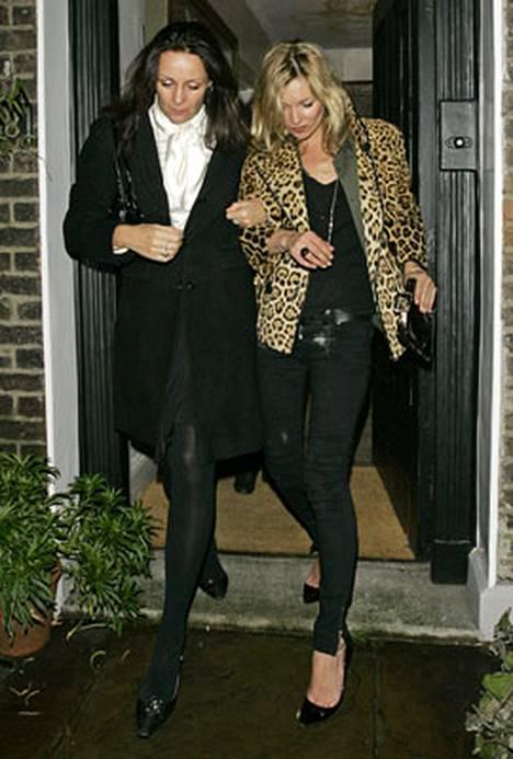 Kate Moss kaverinsa käsikynkässä.