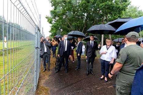 Liettuan pääministeri Ingrida Simonyte ja Eurooppa-neuvoston puheenjohtaja Charles Michel vierailivat Liettuan ja Valko-Venäjän välisellä rajalla Medininkaissa tiistaina.