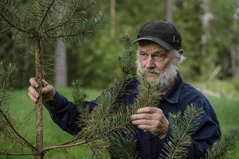 Sääprofeetta Aarne Juhonsalo on pitänyt kirjaa säähavainnoista yli 50 vuotta.