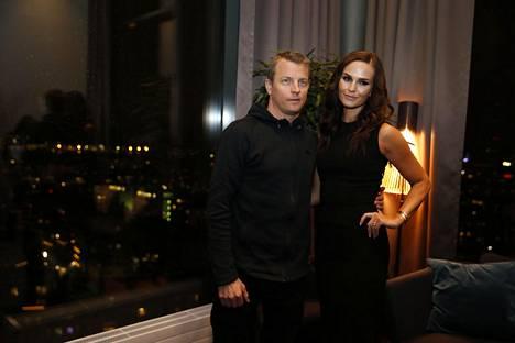 Kimi Räikkönen ja vaimonsa Minttu Räikkönen tapasivat mediaa eilen tiistaina Clarion-hotellissa Helsingissä.