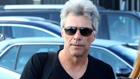 Jon Bon Jovi kuvattiin sunnuntaina New Yorkissa tämän näköisenä.