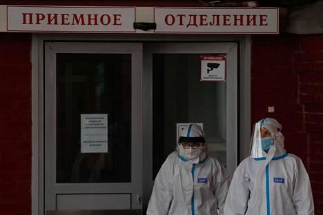 Venäjän koronatilanne pahenee koko ajan. Kuvassa on koronapotilaiden vastaanottopaikka Pietarissa.