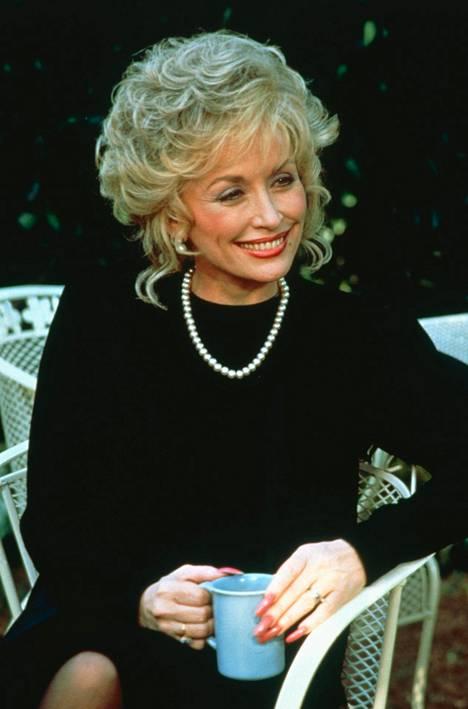 Dolly Parton on ehtinyt myös näytellä. Kuvassa Parton elokuvassa Steel Magnolias, joka ilmestyi vuonna 1989.