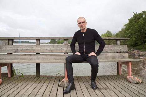Näyttelijä Jukka Puotila lähti perjantaina Rovaniemeltä kesäkiertueelle ja yhdeksän esityksen kiertue päättyy jo heinäkuun 8. päivä.