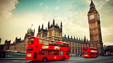 Kuvassa kohoava Big Ben sijaitsee tietenkin Lontoossa, mutta sitäpä ei tässä visassa kysytäkään.