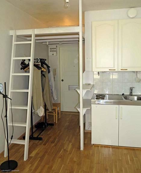 Parvi on kova sana miniyksiöiden kesken, minkä tämäkin asunto todistaa. 14 neliötä Kampissa maksaa kuussa 630 euroa.