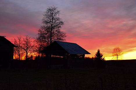 Auringonlasku Nurmeksen Ylikylässä