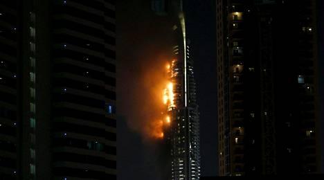 Luksushotellissa syttyi raju tulipalo kesken uudenvuodenjuhlien Dubaissa.