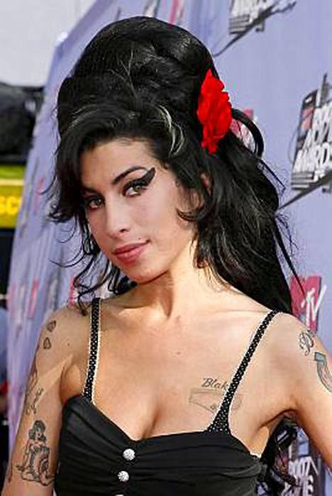 Päihdeongelman kanssa painiva Amy Winehouse sai peräti 6 Grammy-ehdokkuutta.