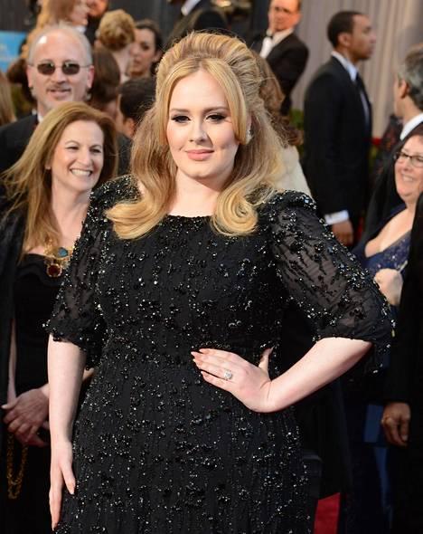 Tältä Adele näytti vielä muutamia vuosia sitten.