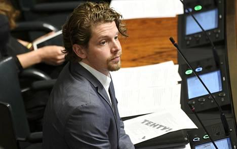 – Valkoposkihanhi ei tarvitse buffetpeltoja, se tarvitsee haulikkoa, kansanedustaja Heikki Vestman (kok) sanoo.